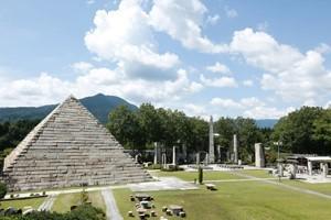 博石館ピラミッド